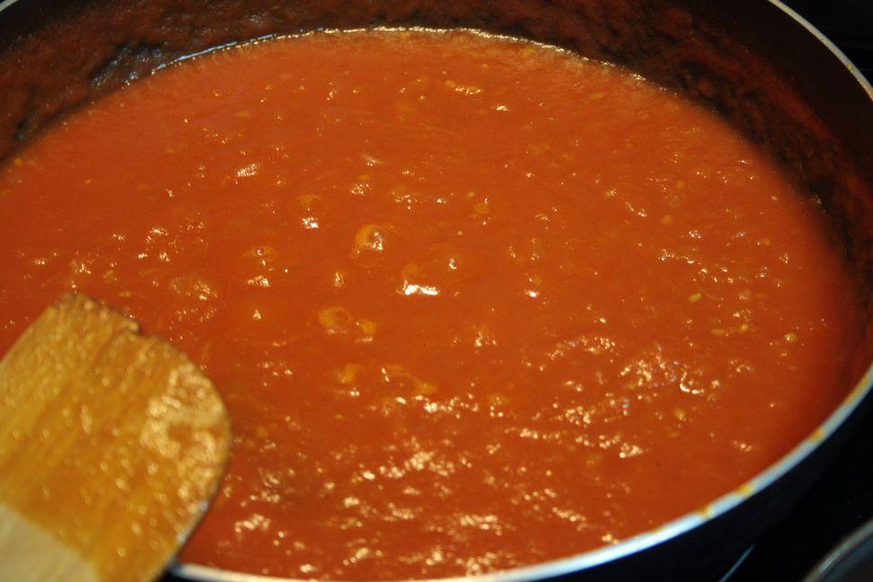 Salsa de tomate casera recetas salvadore as - Chipirones rellenos en salsa de tomate ...