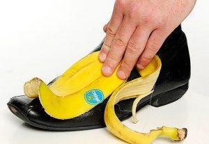 Limpiar-zapato-con-platano